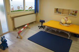 DSC00278 300x200 - Neurologische Krankengymnastik Kinder
